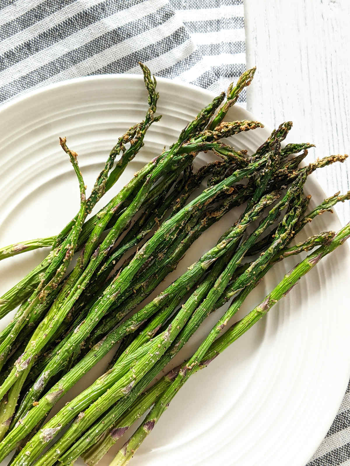 Cooked asparagus on a plate