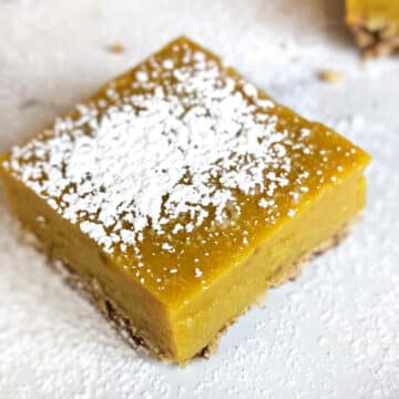 Lemon square topped with powdered sugar